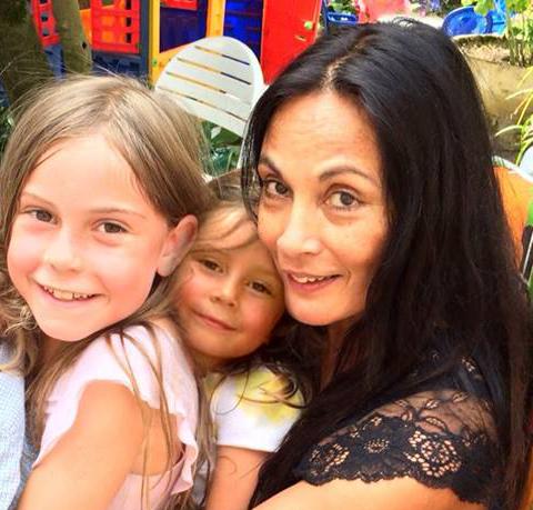 Marion Bloem met kleindochters Helena en Katelijne Wolffers