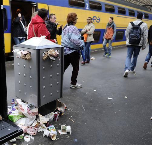 jeannette moning, het krioelt in mokum, amsterdamse fabels, dierenverhaaltjes, vuilnis, overgewicht